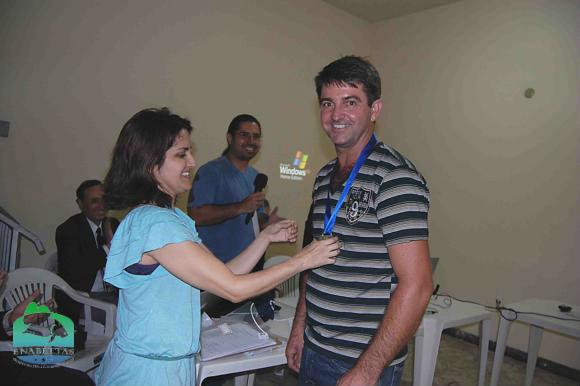 Ronaldo de Muriaé recebe medalha da Dra. Micheline Marcon (MPA)